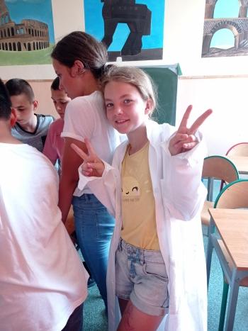 Julia w roli młodego chemik