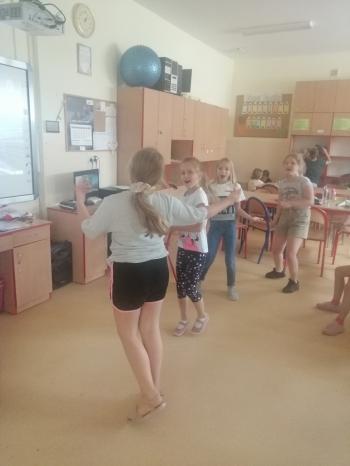 Tańczące dziewczynki