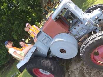 Traktorem w dal