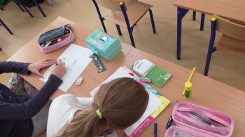 Uczniowie na warsztatach rysują swój komiks