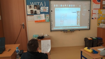Uczniowie z zangażowaniem rysowali swoje komiksy