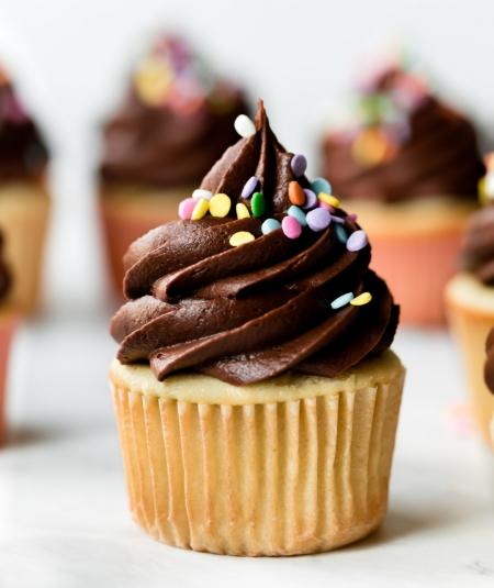 Język angielski 15.04- I like cakes