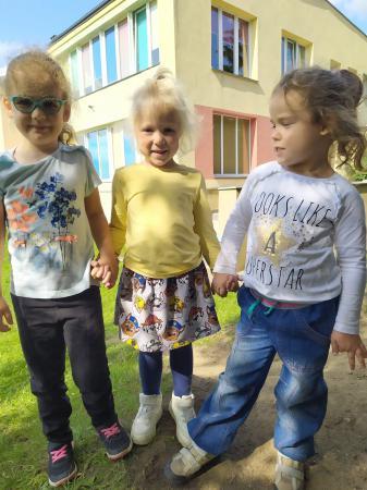 Zabawy na podwórku przedszkolnym
